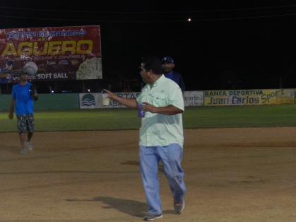 Capt. Kiko Rodriguez, el Manager del equipo...
